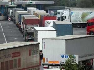 10092013093405_kosovo granica kamioni